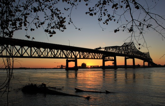 An image of the Mississippi River Bridge in Baton Rouge.